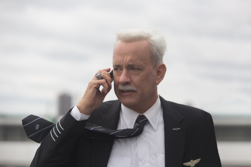 Tom Hanks è il Capitano Sully (Copyright: © 2016 WARNER BROS. ENTERTAINMENT INC.- Photo Credit: Keith Bernstein)