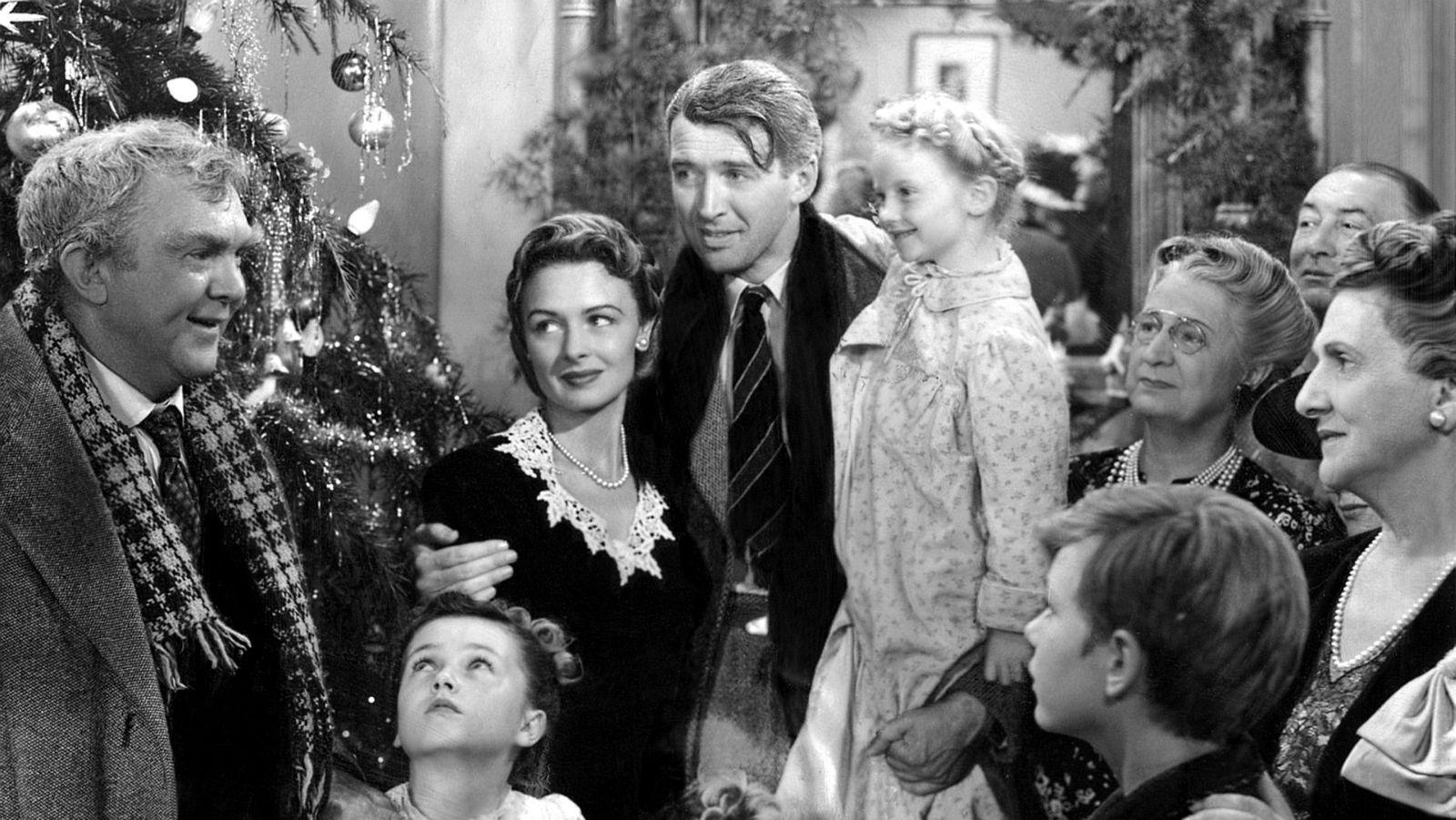 Una delle scene del film 'La vita è meravigliosa' di Frank Capra, pellicola simbolo delle feste natalizie