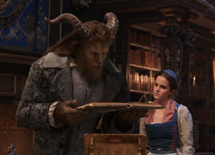La Bestia regala una biblioteca a Belle