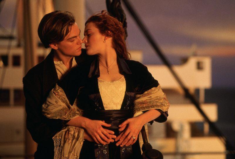 """Leonardo DiCaprio e Kate Winslet nel """"Titanic"""" di James Cameron"""