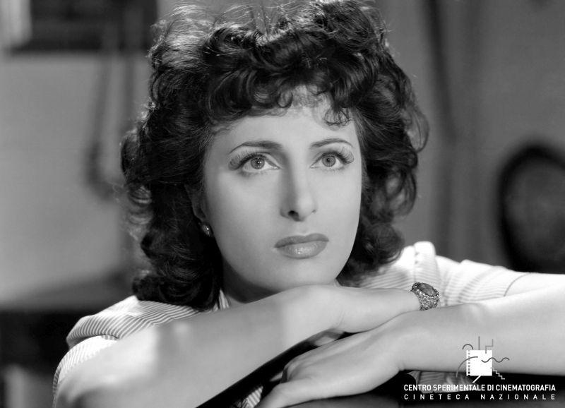 """""""Avanti a lui tremava tutta Roma"""" di Carmine Gallone, 1946 (Foto di Osvaldo Civirani)"""