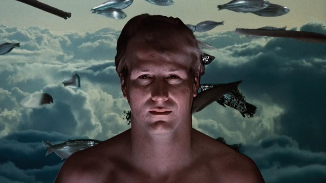 William Hurt in uno dei suoi cameralook nel film