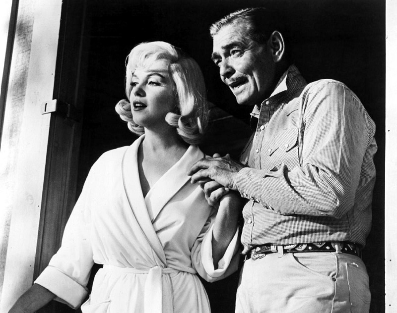 "John Huston e Marilyn Monroe sul set de ""Gli Spostati"""