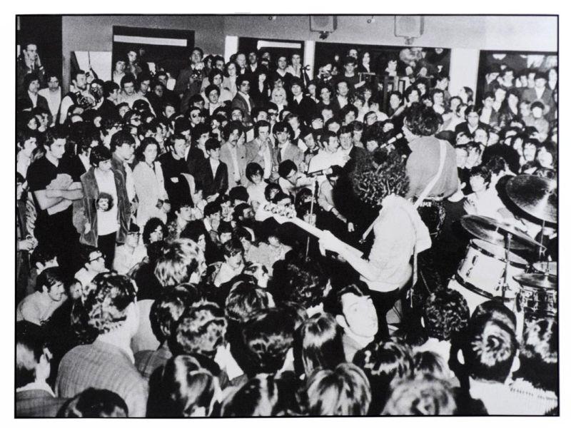 Jimi Hendrix e il pubblico del Piper di Milano, 1968, Renzo Chiesa © Renzo Chiesa
