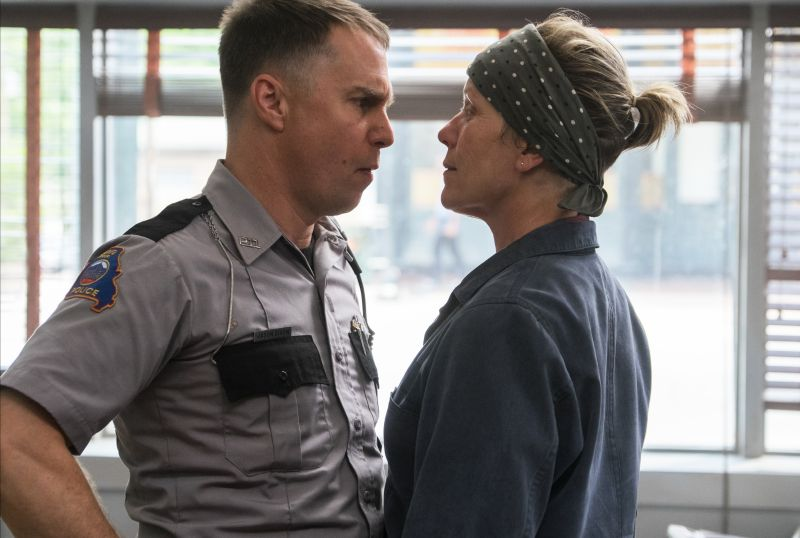 Sam Rockwell e Frances McDormand (  Photo by Merrick Morton. © 2017 Twentieth Century Fox Film Corporation All Rights Reserved)