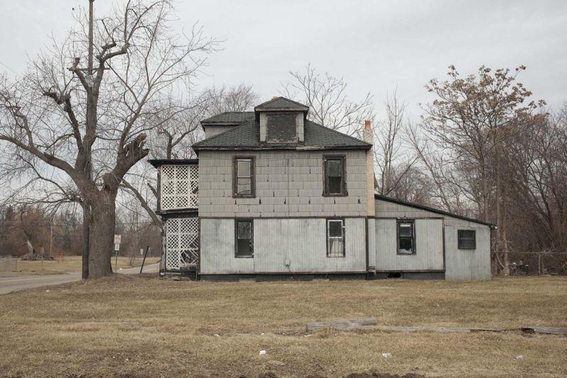 Mari Bastashevski Emergency Managers-State Business Capitolo I Area residenziale abbandonata a causa dell'avvelenamento da piombo Flint, Michigan, USA, 2017 © Mari Bastashevski