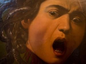 Caravaggio, Rotella con Testa di Medusa, Gallerie degli Uffizi. Su concessione del Ministero dei Beni e delle Attività Culturali e del Turismo
