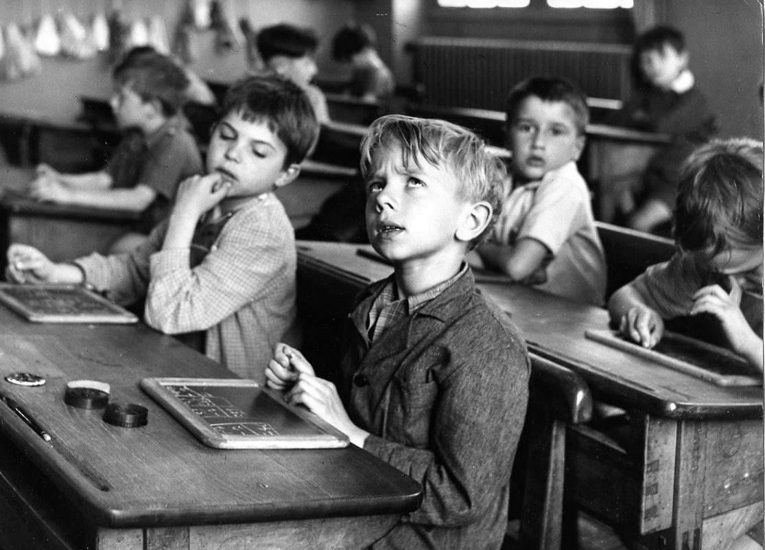Robert Doisneau L'information scolaire, Paris 1956 28 x 24 cm © Atelier Robert Doisneau