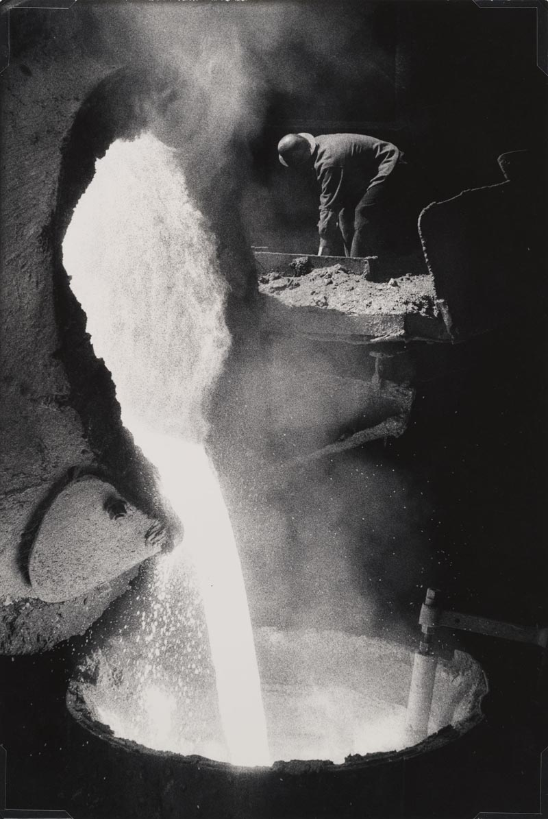 W.Eugene Smith, USA, 1918-1978 Acciaieria / Steel mill, 1955-1957 Stampa ai sali d'argento / gelatin silver print 34.29 x 22.86 cm Gift of the Carnegie Library of Pittsburgh, Lorant Collection, © W. Eugene Smith / Magnum Photos