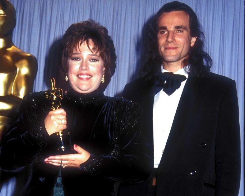Kathy Bates con l'Oscar (e Daniel Day-Lewis)
