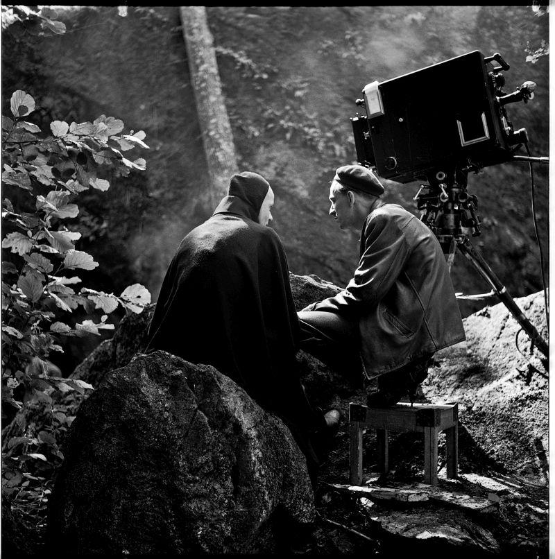 "Bergman sul set de ""Il Settimo Sigillo"" ©AB Svensk Filmindustri SFI ROTEBRO ARKIVET"