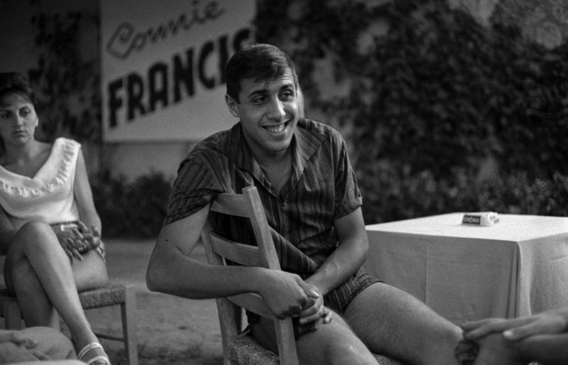 Adriano Celentano (Marina di Pietrasanta agosto 1961)