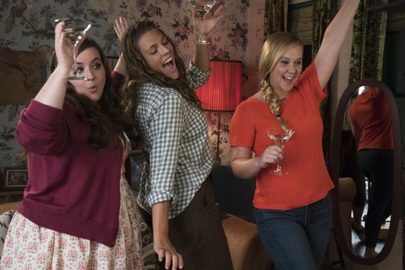 Aidy Bryant, Busy Philipps e Amy Schumer