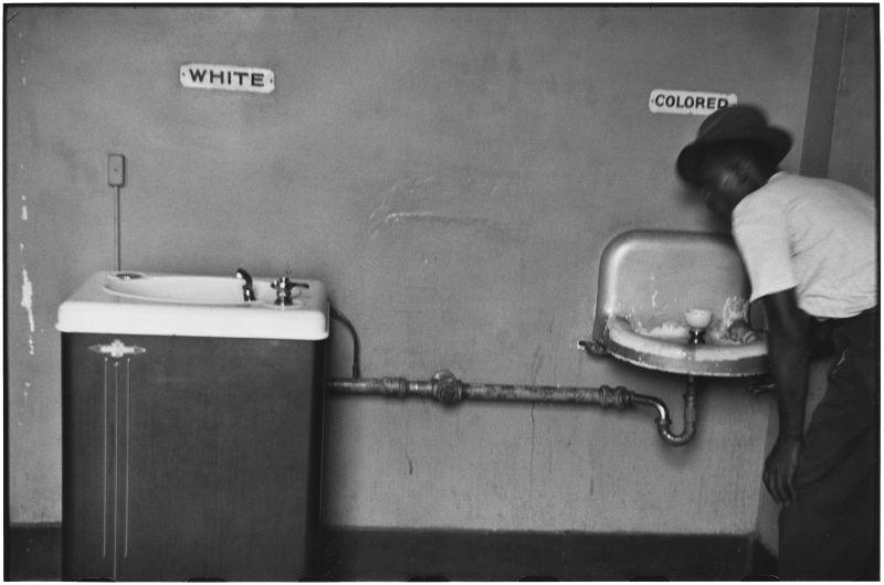 Elliott Erwitt, USA. North Carolina. 1950 © Elliott Erwitt/MAGNUM PHOTOS