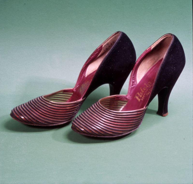 Scarpe di Marilyn Monroe: sulla suola sono riportate le sue iniziali. Collezioni Museo Nazionale del Cinema