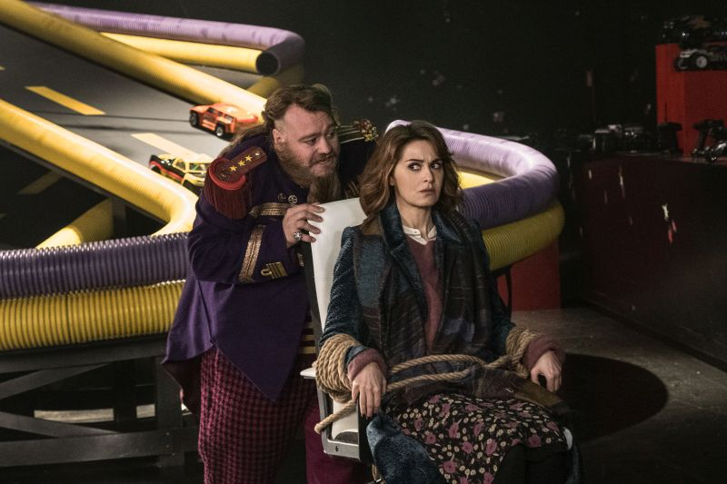 Gli attori Paola Cortellesi (Befana) e Stefano Fresi (Mr Johnny) (foto di Maila Iacovelli - Fabio Zayed)