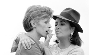 David Bowie ed Elizabeth Taylor. Los Angeles, 1975 © Iconic Images