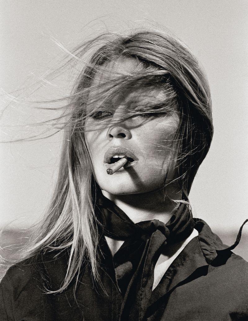 """Brigitte Bardot durante le riprese del film """"Le Pistolere"""". Almería, 1971 © Iconic Images"""