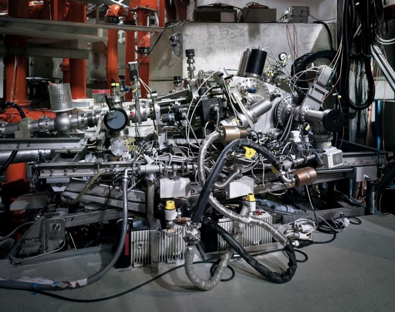 Thomas Struth Spettrometro a incidenza radente / Grazing Incidence Spectrometer, Max Planck IPP, Garching, 2010 C-print, 115,1 x 144,0 cm © Thomas Struth