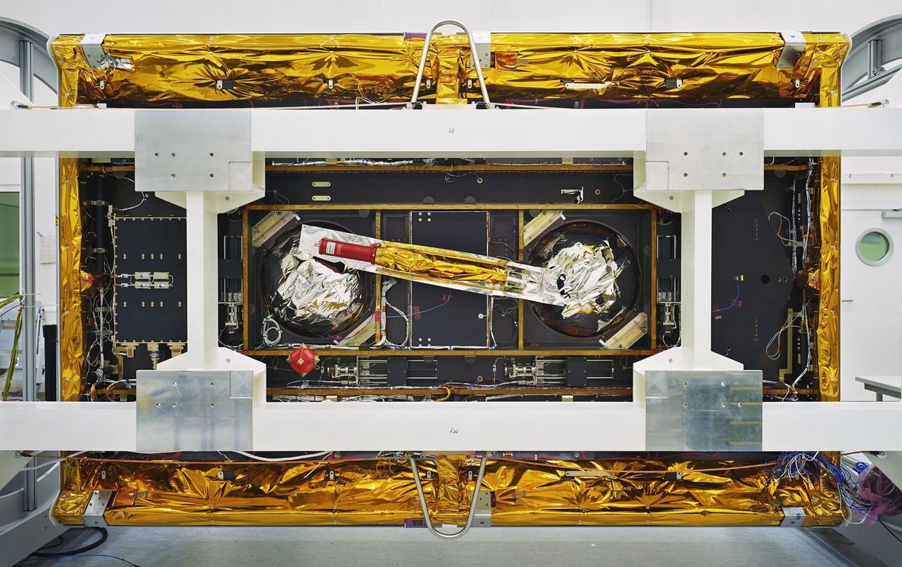 Thomas Struth GRACE-Follow-On, veduta dal basso / GRACE-Follow-On Bottom View, IABG, Ottobrunn, 2017 Inkjet print, 139,7 x 219,4 cm © Thomas Struth