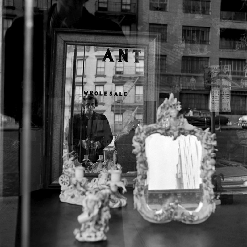 Vivian Maier, Self-portrait, 1953 40x50 cm (16x20 inch.) Framed: 53,2x63,4 cm ©Estate of Vivian Maier, Courtesy of Maloof Collection and Howard Greenberg Gallery, NY