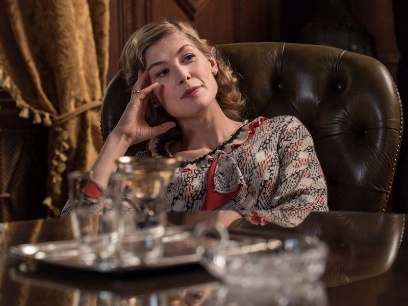 Rosamund Pike/LINA VON OSTEN