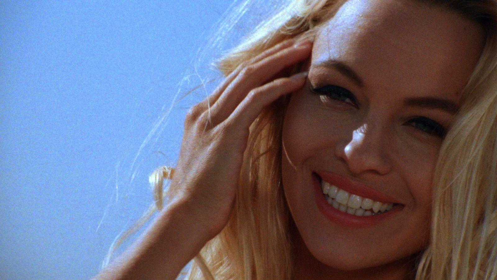 Pamela Anderson 0