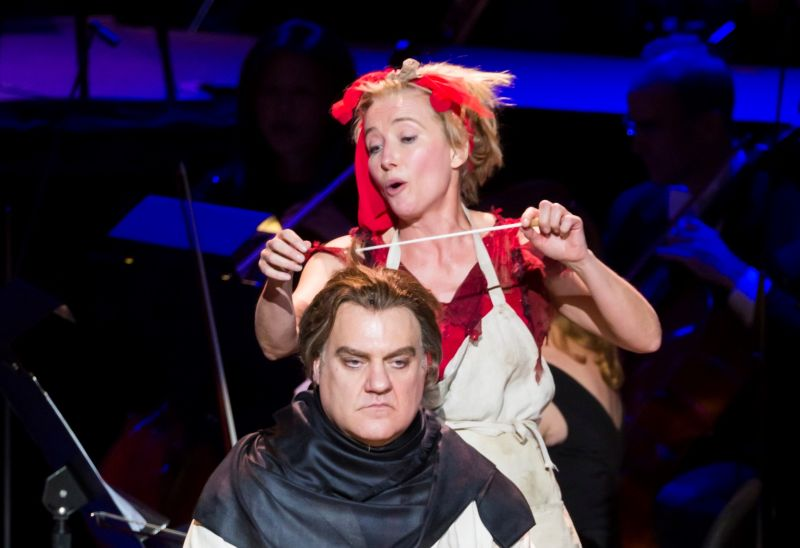 "A Teatro in ""Sweeney Todd: The Demon Barber of Fleet Street"" (Photo by Chris Lee)"