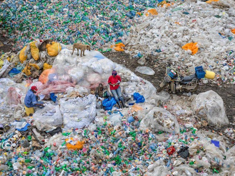 Dandora Landfill #3 Plastics Recycling Nairobi Kenya 2016 - Photo Credit: Edward Burtynsky, courtesy Admira Photography, Milan/Metivier Gallery, Toronto