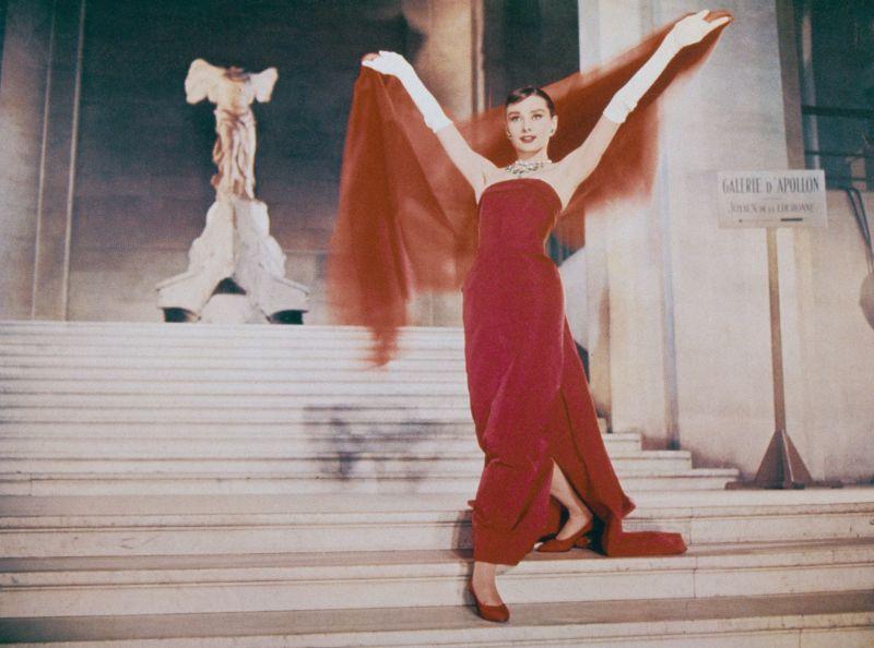 """In rosso per """"Cenerentola a Parigi"""""""