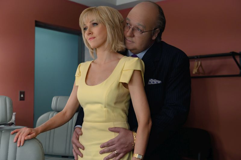 Naomi Watts (Gretchen Carlson) e Russell Crowe (Roger Ailes). Photo Credit: JoJo Whilden/SHOWTIME.