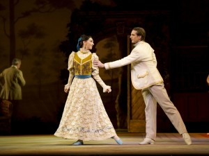 Lara Turk and Nehemiah Kish as Isabel Fitton and Richard P. Arnold  in The Royal Ballet production of Enigma Variations-Credit: Bill Cooper / Royal Opera House / ArenaPAL