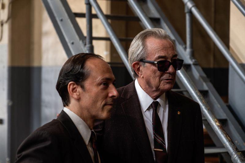 Remo Girone (a destra) è Enzo Ferrari
