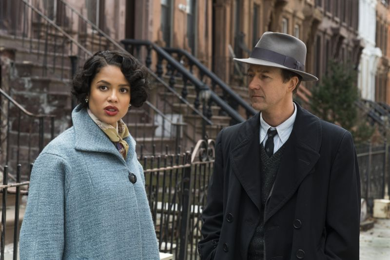 Gugu Mbatha-Raw e Edward Norton © 2019 Warner Bros. Ent. All Rights Reserved - Photo Credit: Glen Wilson