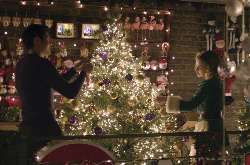 Henry Golding e Emilia Clarke © Universal Pictures