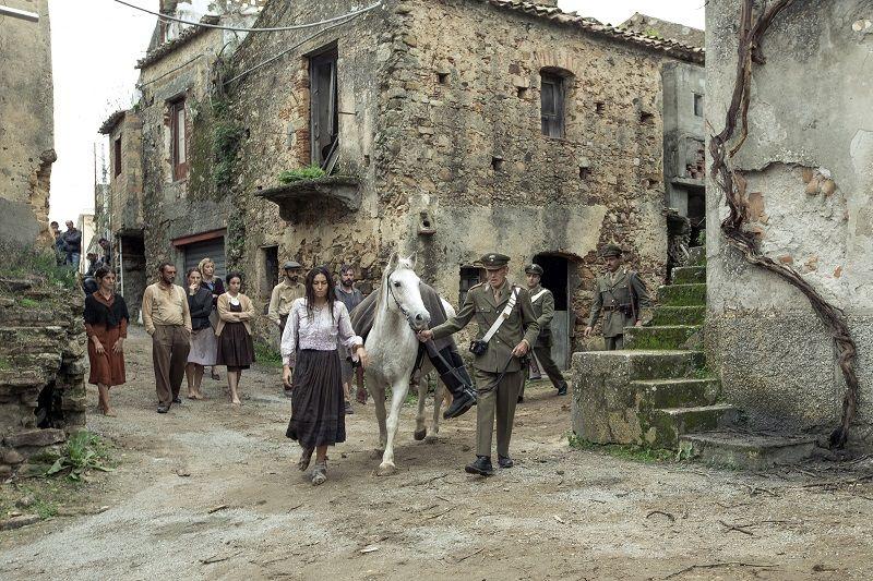 """Il borgo fantasma di Africo Antico è tornato a rivivere nel film """"Aspromonte - La Terra Degli Ultimi"""" di Mimmo Calopresti (2019)"""