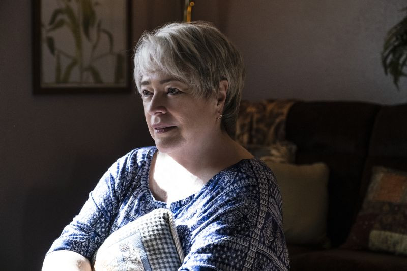Kathy Bates (© 2019 Warner Bros. Entertainment Inc. All Rights Reserved. Photo Credit: Claire Folger)
