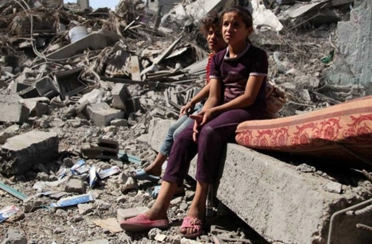 La disperazione sui volti di due bambini di Beirut, hanno perso tutto