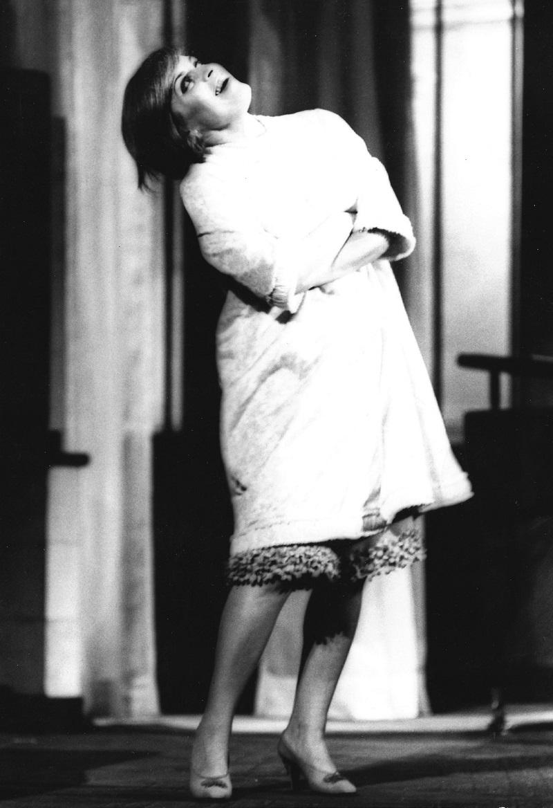 Franca Valeri in Questa qui, quello là (1964), regia di Vittorio Caprioli (© Ferruccio Nuzzo)
