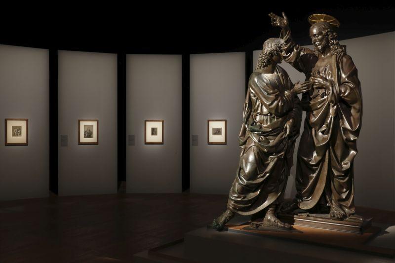 Leonardo da Vinci Exhibition - Exposition Léonard de Vinci (Andrea del Verrochio, Christ and Saint Thomas - Le Christ et saint Thomas) 1 © Musée du Louvre Antoine Mongodin