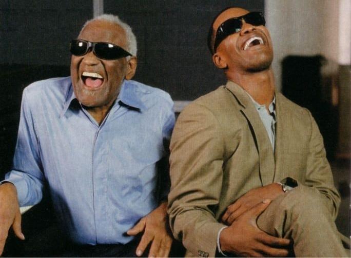 Ray Charles e Jamie Foxx sul set del film