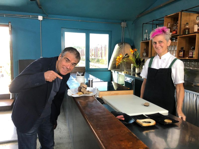 """Marco Lombardi con Chef Cristina Bowerman per la puntata dedicata al film """"Trash"""""""