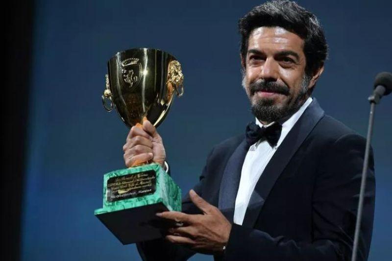 Pierfrancesco Favino premiato con la Coppa Volpi alla 77esima Mostra del Cinema di Venezia