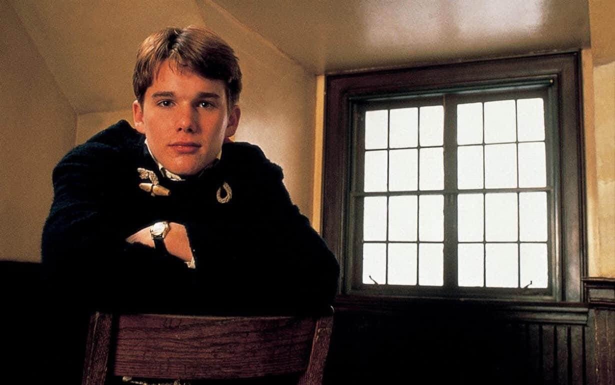 """Un giovane Ethan Hawke ne """"L'Attimo Fuggente"""""""