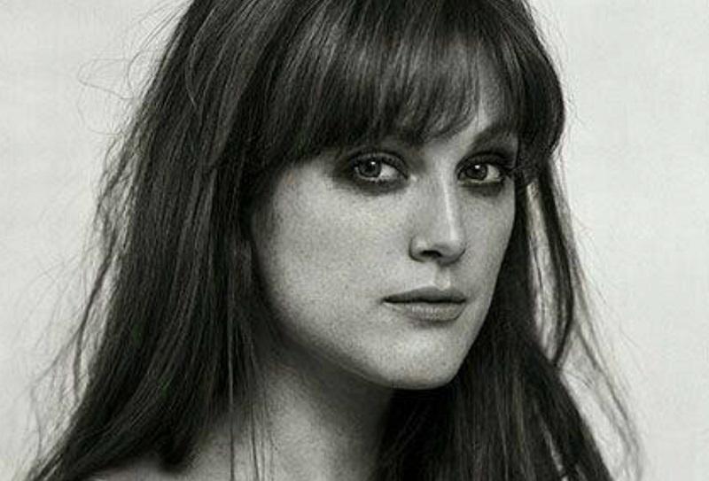 Una giovane Julianne Moore