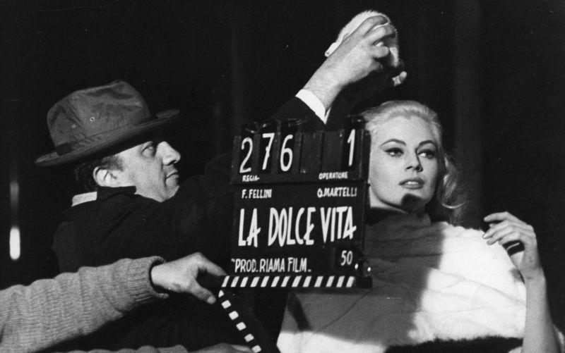 Federico Fellini sul set con Anita Ekberg (Giacomino Foto/Fotogramma)