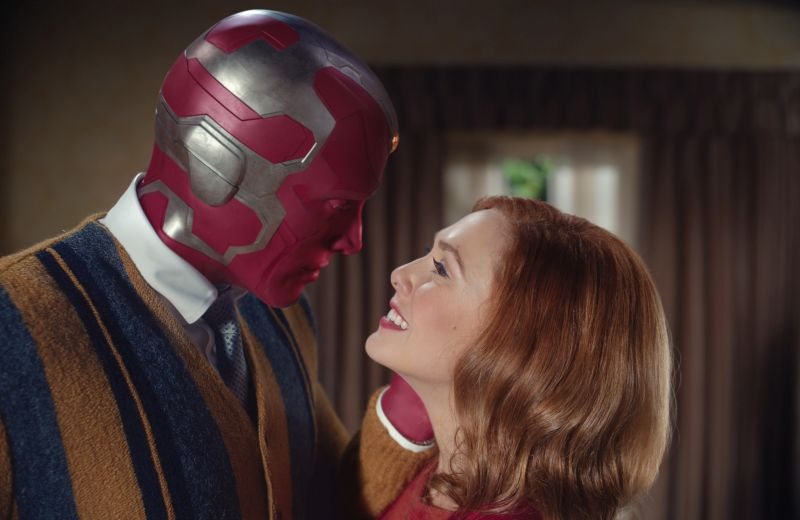 Paul Bettany ed Elizabeth Olsen (Photo courtesy of Marvel Studios. ©Marvel Studios 2020. All Rights Reserved.)