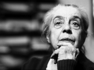 Maria Adriana Prolo nel suo studio a Palazzo Chiablese durante le riprese di Occhi che videro, 1988 Foto Elena Bosio © Elena Bosio/I Cammelli – Torino