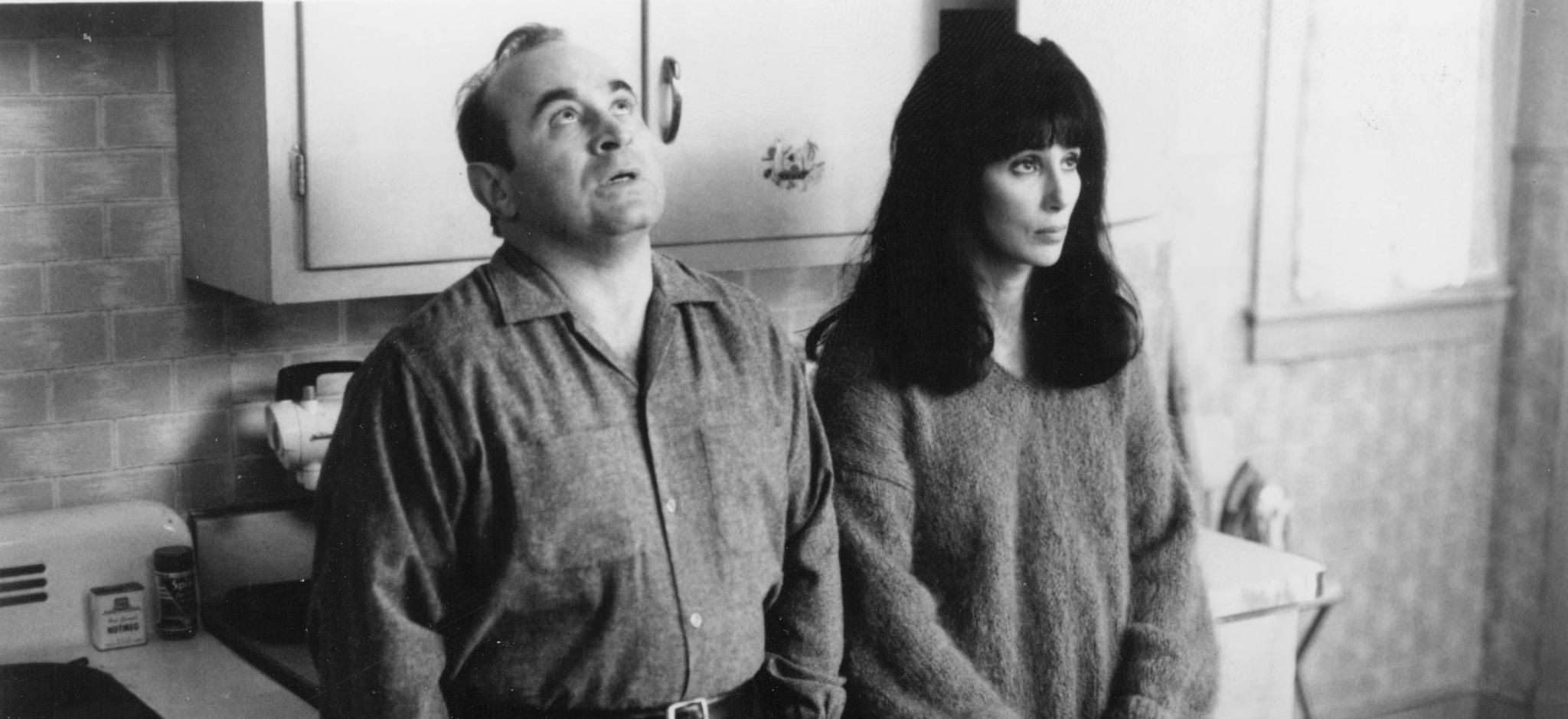 picture-of-cher-and-bob-hoskins-in-mermaids-1990--large-picture