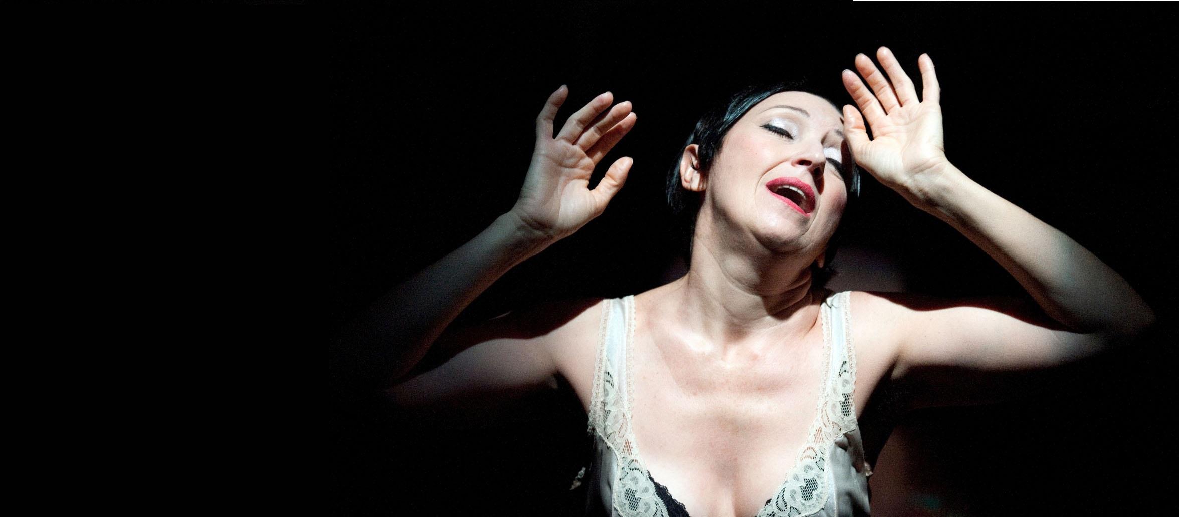"""Maria Paiato in """"Medea"""" (foto di Tommaso Le Pera)"""